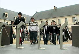 TTR-04W-24 outdoor tripods at college, France.